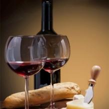 Weinprobe mit Käse und Schinken